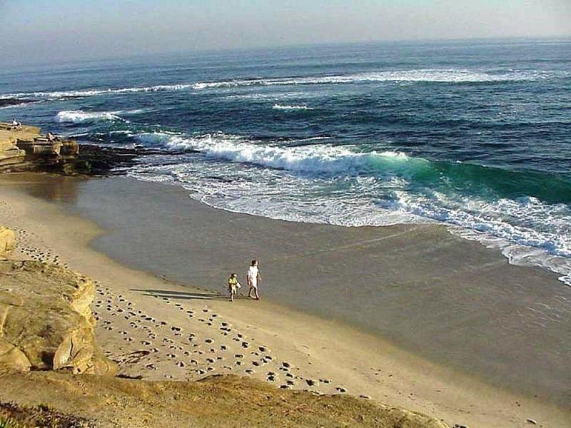By Jon Sullivan [Public domain], via Wikimedia Commons_https://commons.wikimedia.org/wiki/File%3AWhite_sand_beach.jpg
