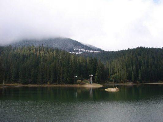 Озеро Синевир, или о ком дева плачет
