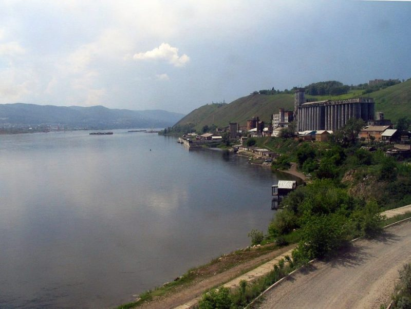 Река Енисей By No machine-readable author provided. InvictaHOG~commonswiki assumed (based on copyright claims). [Public domain]_Wikimedia_Commons_https://commons.wikimedia.org/wiki/File%3ABank_of_Yenisei_River.jpg